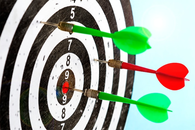 Aim with arrows in the center. hit the target