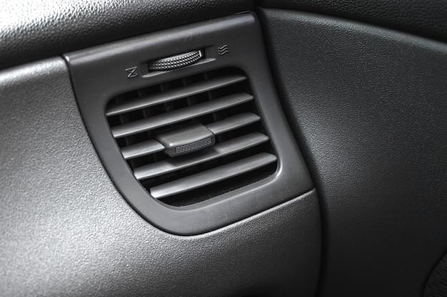 자동차의 에어컨, 자동차 히터 조정, 검은색 실내 배경 사진