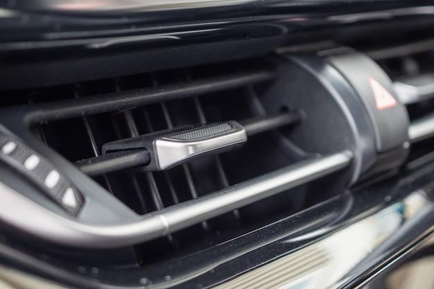 현대 자동차의 에어컨을 닫습니다.