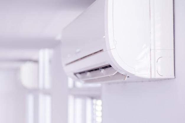 室内のエアコン