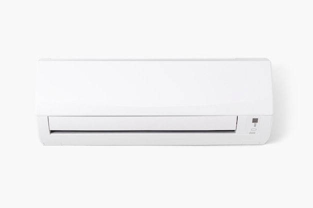 Condizionatore d'aria montato su una parete bianca
