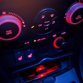 車内のエアコンボタン新車のクライメートコントロールacユニットモダンカーインテリアディテール