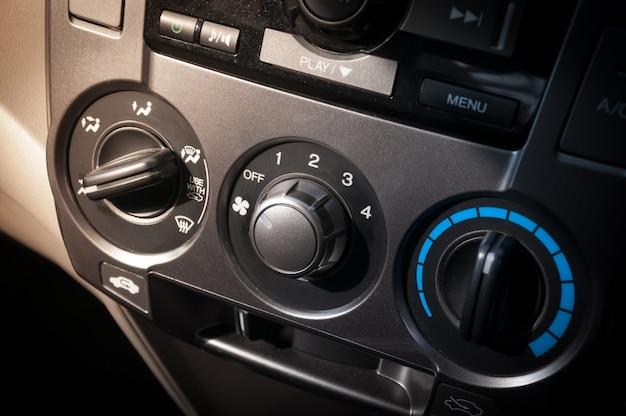 車の空調システム。カーエアコンスイッチ