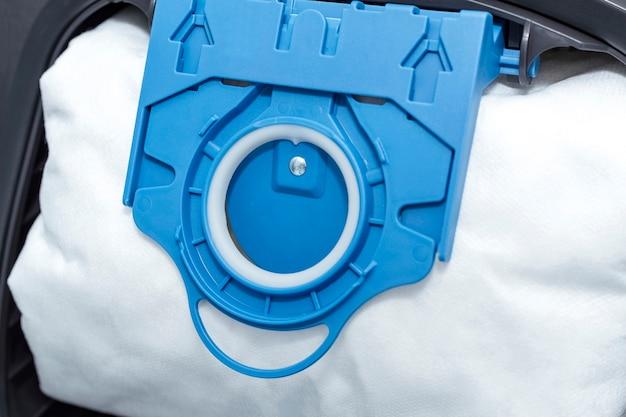 현대식 진공 청소기용 에어 필터. 필터의 세부 사항을 닫습니다.