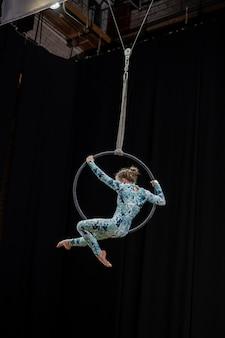 女の子同士の空中体操競技。
