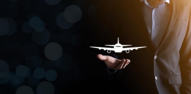 航空券の予約またはオンライン旅行保険の概念。
