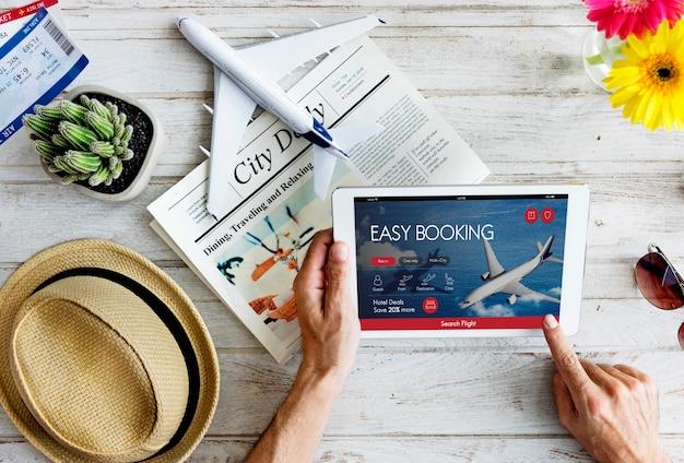 Concetto di prenotazione del volo del biglietto aereo