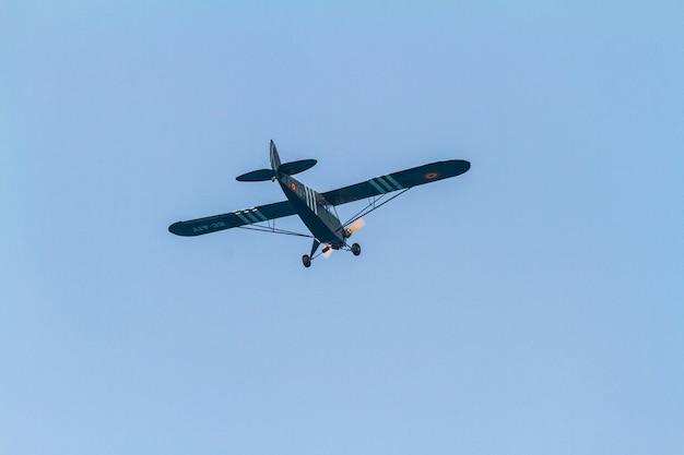 航空機パイパーj3-展示会に参加しているクリスティーナエシュヴァリア