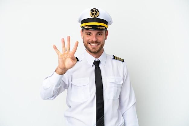 Самолет бразильский пилот изолирован на белом фоне счастлив и считает четыре пальцами