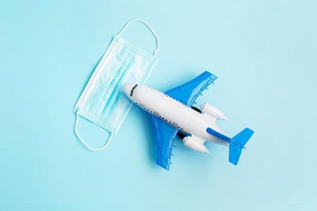 Модель самолета с защитной маской