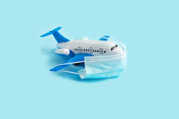 防護マスク付き飛行機モデル