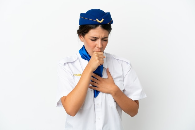 흰색 배경에 격리된 비행기 스튜어디스 백인 여성은 기침을 하고 기분이 나쁩니다