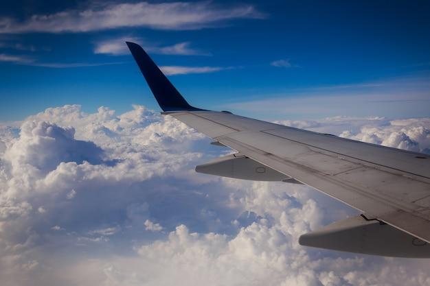 Крыло самолета небо панорама окружающая среда облака живописный погода земля