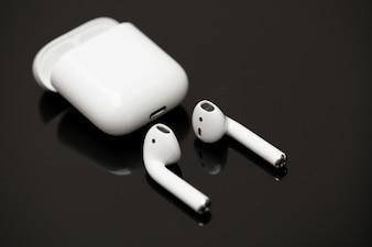 アップルのAirPodsワイヤレスヘッドフォン