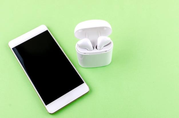 Airpods беспроводные наушники с телефоном