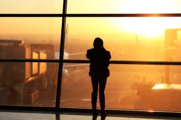 아침에 공항 내부