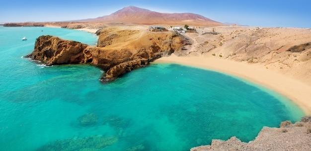 ランサローテ島パパガヨターコイズブルーのビーチとajaches