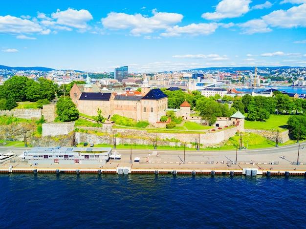 Akershus festning은 오슬로를 보호하기 위해 지어진 중세 요새입니다.