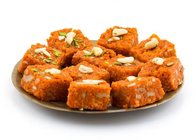インドの甘い食べ物akhrot halwa
