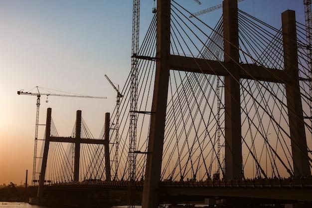 건설 중 세계에서 가장 넓은 al faraj tahya misr 다리