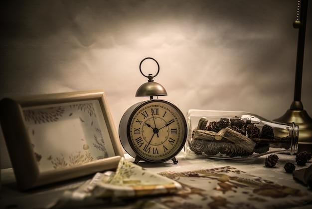 바탕 화면의 알람 시계 및 병
