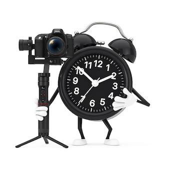 흰색 배경에 dslr 또는 비디오 카메라 짐벌 안정화 삼각대 시스템이 있는 알람 시계 캐릭터 마스코트. 3d 렌더링