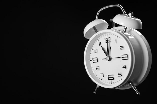 黒で隔離の目覚まし時計