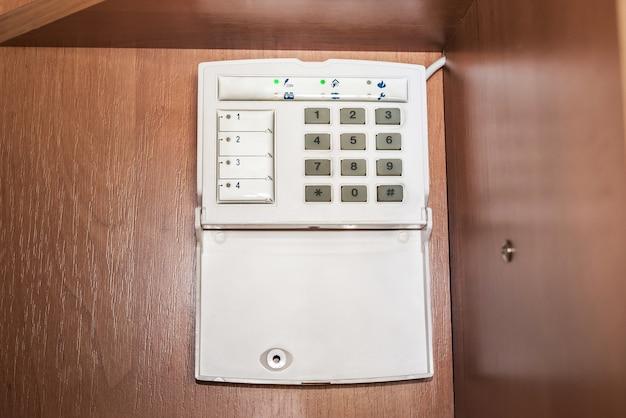 アパート、家またはオフィスのための警報システム。監視および強盗防止および泥棒コンソール