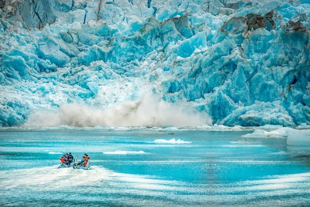 ランドスケープアラスカ旅行の背景のためのアラスカ氷河