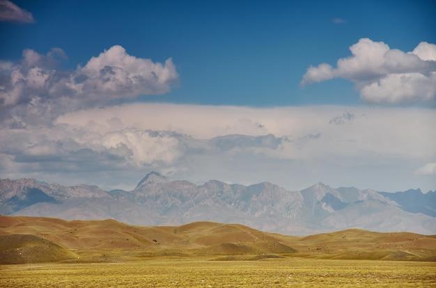 키르기스스탄 오시 지역의 알레이 계곡, 키르기스스탄의 파미르 산맥