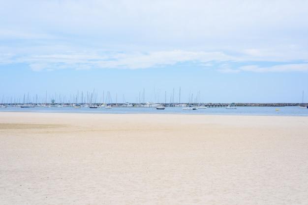 メルボルン、オーストラリアのalbert park beach