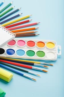 学校の描画と創造性のためのアルバム