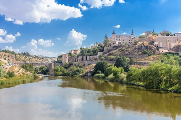 Alcazar and alcantara bridge of toledo skyline