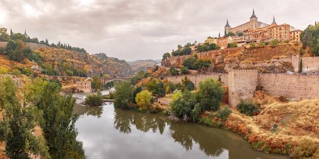トレド、カスティーリャラマンチャ、スペインのアルカサル