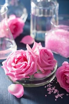 錬金術とアロマセラピーセット、バラの花の塩と化学フラスコ