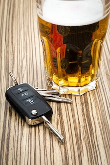 술과 자동차 열쇠