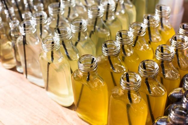 Алкогольные напитки, выстрелы в питьевых бутылках