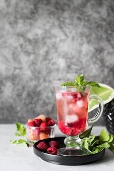 Коктейль с алкогольными напитками