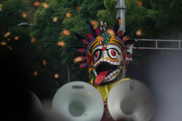 Алебрие на параде в честь дня мертвых в мехико