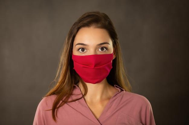 얼굴 보호 마스크 경고 소녀