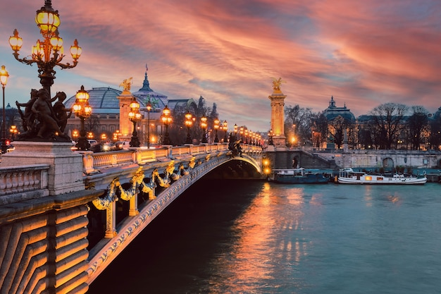 Александровский мост через реку сену в париже