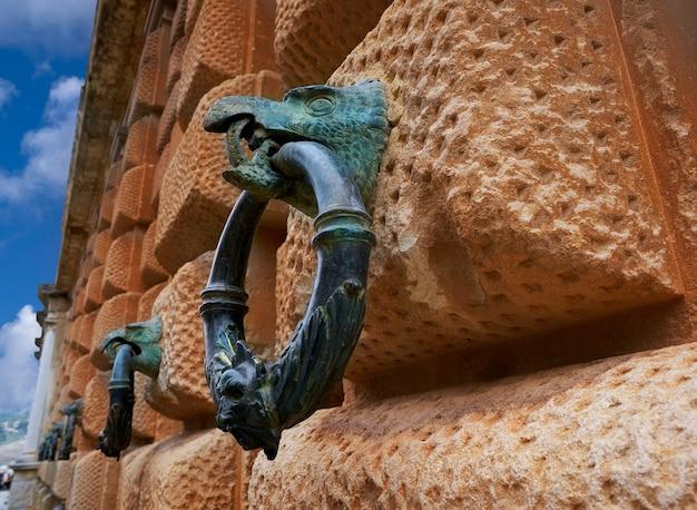 Alhambra eagle holding ring carlos v granada
