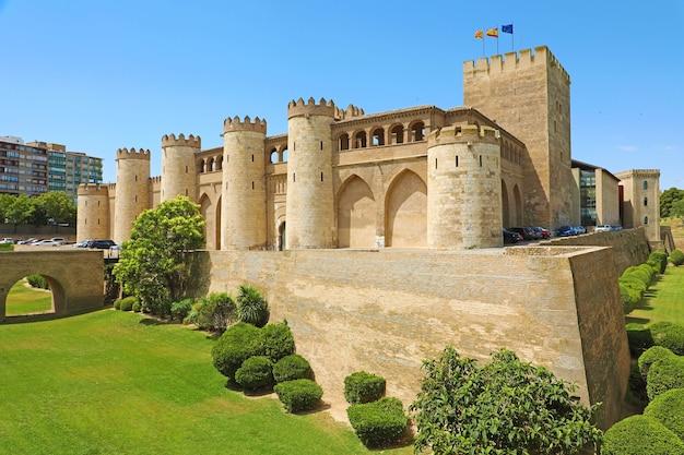 Дворец альхаферия в сарагосе, испания