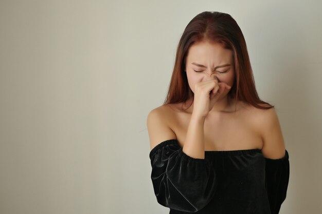 콧물 알레르기 아픈 여자