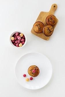 Миндальные кексы с малиной.