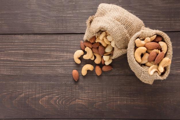Миндаль, макадамия, арахис, кешью в сосать мешки
