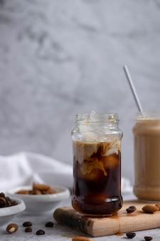 Кофе со льдом с миндальным молоком, освежающий энергетический напиток