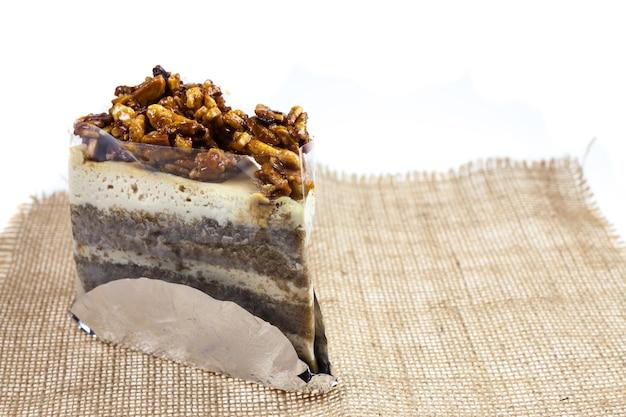 Миндальный торт ириски с кофейной глазурью