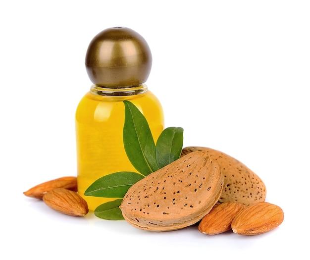 Миндальное масло с орехами на белом