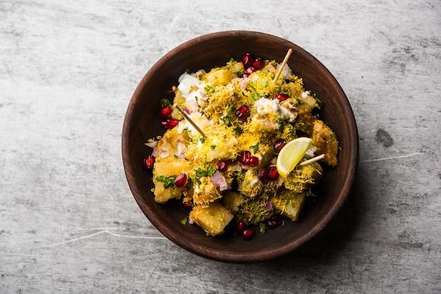 Aloo chaat или alu chat - популярная уличная еда, происходящая из индийского субконтинента, особенно северной индии.
